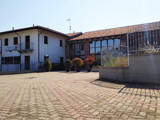 Intero edificio + Attività avviata Hotel + Reddito da locazione ristorante   Martiniana Po CN